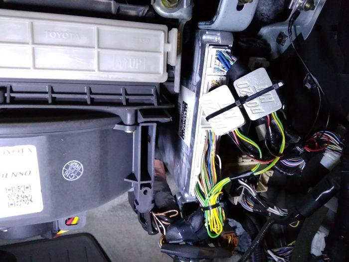 подключение эмулятора катализатора 0420 на лексус 330